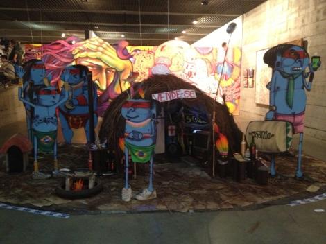 bonecos-azuis-bienal-graffiti-mube-sao-paulo-cranio